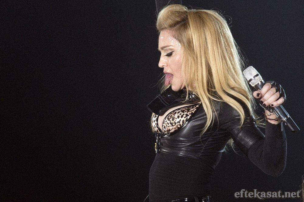 Madonna_MDNA_Tour_2012_07