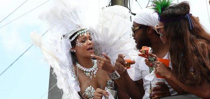 rihanna-hot-carnival-0