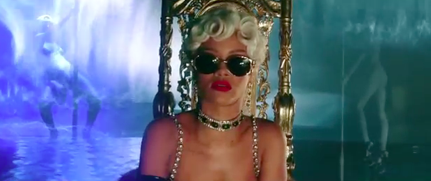 Rihanna Pour it up