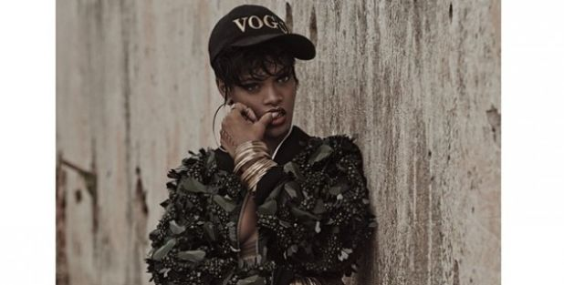 rihanna-hot-vogue-00