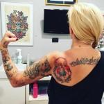 la-pina-tatuaggio-cuffie-doro-3