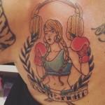 la-pina-tatuaggio-cuffie-doro-4